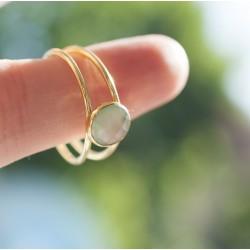 Dubbele ring met groene steen